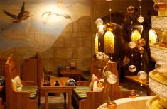 Халиф Аист, ресторан
