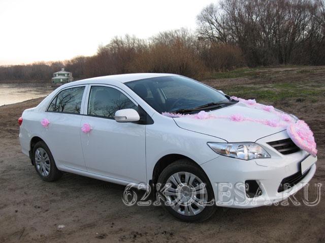 Toyota Corolla (белый)
