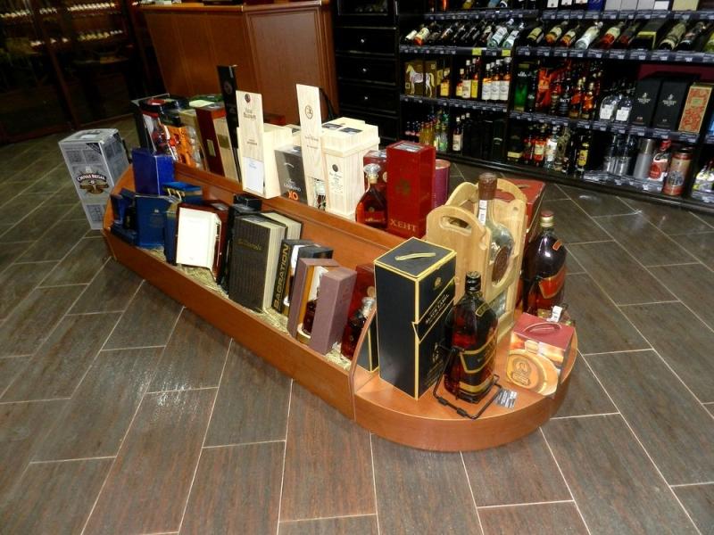Презентационный элемент для отдела элитных вин