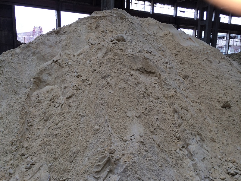 Песок карьерный (1,1-1,6), песок речной (1,3-1,9)