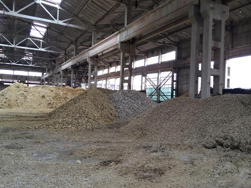 Сыпучие материалы: песок, щебень