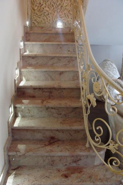 Лестница мраморная