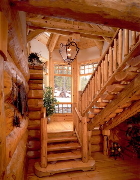 Внутри рубленного дома