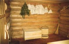 Внутри рубленой бани - вариант оформления