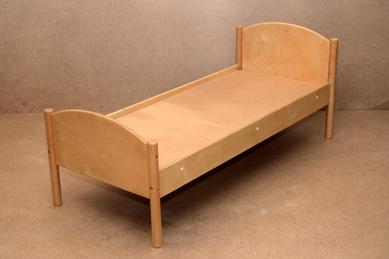 Детская кровать лакированная