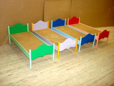 Детская кровать с фигурными спинками