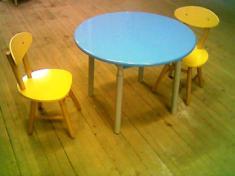 Детский стол с круглой столешницей