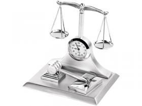 Часы «Правосудие»