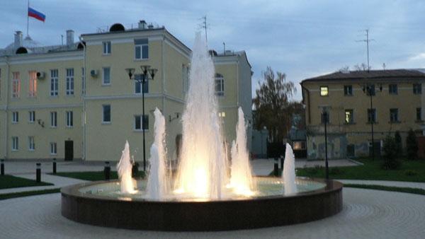 Фонтан во дворе Администрации Рязанской области