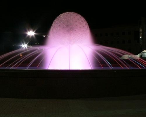 Фонтанный комплекс у Ледового дворца - ночной вид