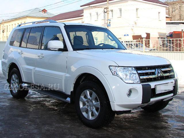 Mitsubishi Pajero (белый),
